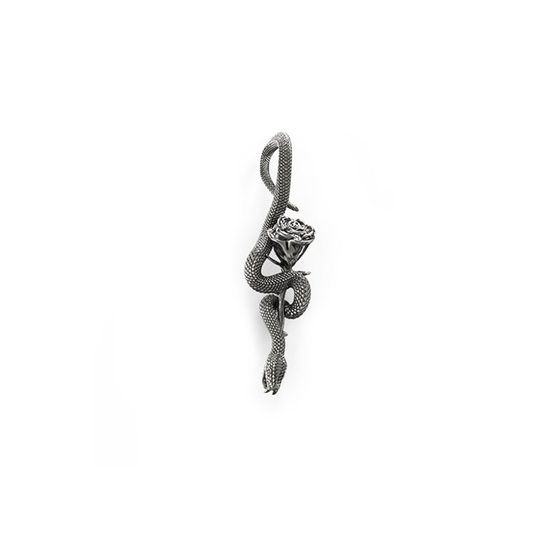 Pendente serpente con rosa in argento di Feel No Pain gioielli in vista frontale