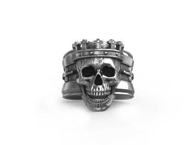 Anello re teschio in argento 925 in vista frontale e sfondo bianco