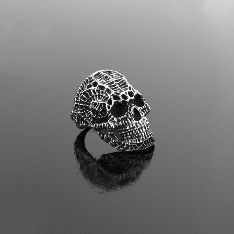 Anello Teschio Xeno in argento 925 realizzato con render