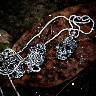 Xeno Skull Pendant in Sterling Silver on Leaf - Feel No Pain 925 Jewels