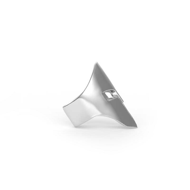 Anello Elmo Spartano in argento 925 in vista laterale su sfondo bianco