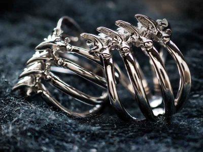 Anelli scheletro coste in argento su paglierino