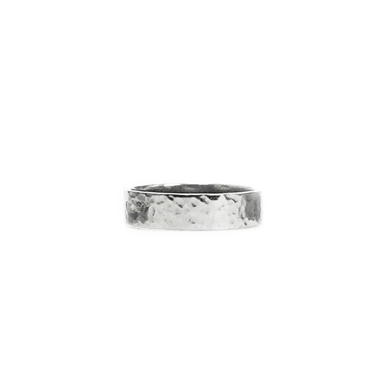 Hephaestus Medium ring with hammering on white background - front view