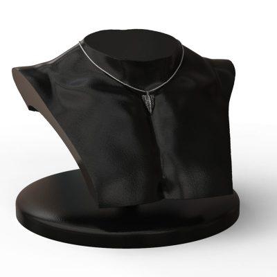 Pendente Xeno Freccia in Argento 925 su manichino mezzo busto nero - Vista Laterale