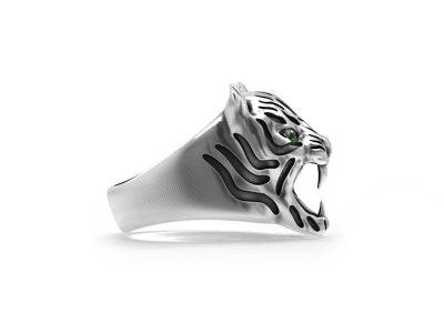 Anello tigre in argento 925 con zirconi verdi negli occhi in vista laterale