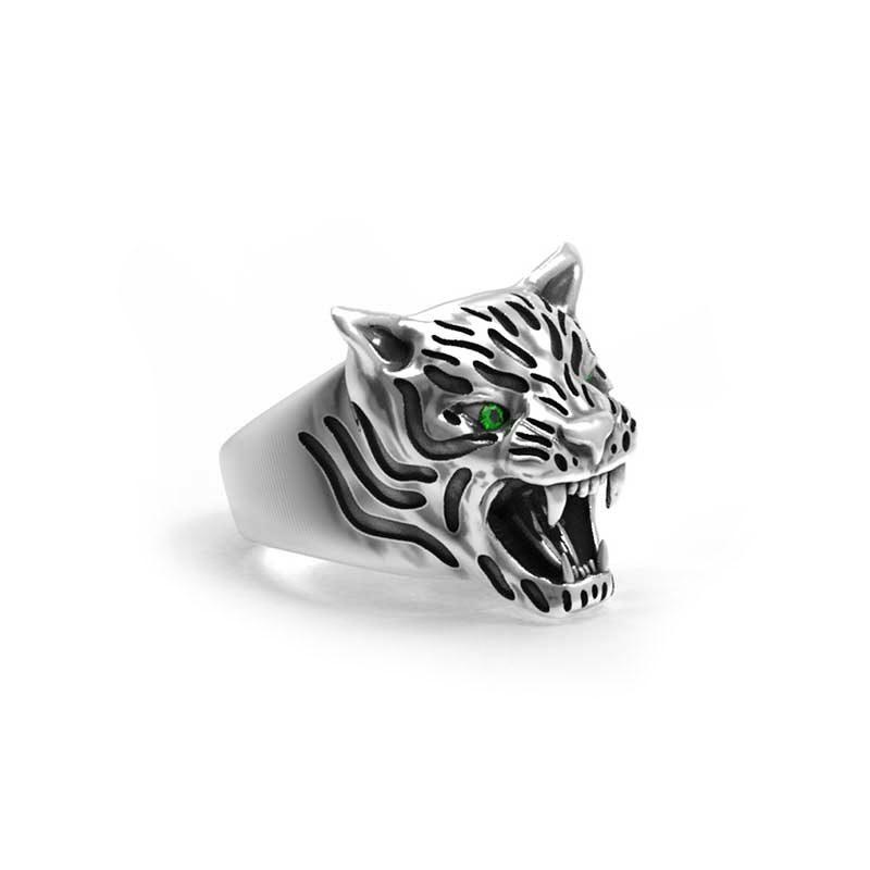 Anello tigre in argento 925 con zirconi verdi negli occhi in vista semi laterale