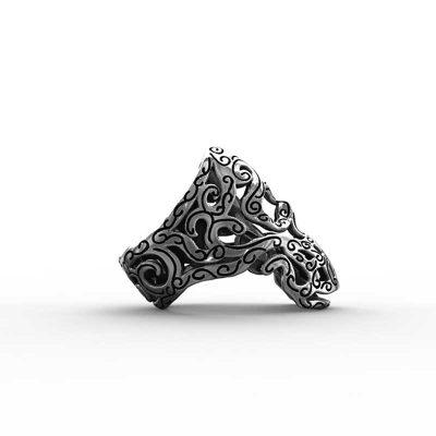 Anello Teschio Maori in Argento 925 Sfondo Bianco vista laterale - Feel No Pain