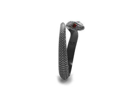 Anello serpente argento con pietra rossa negli occhi in vista laterale